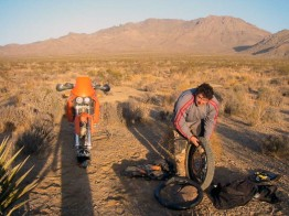 Changing the tube on a KTM 640 Adventure