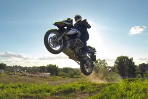Jumping the BMW R1200GS