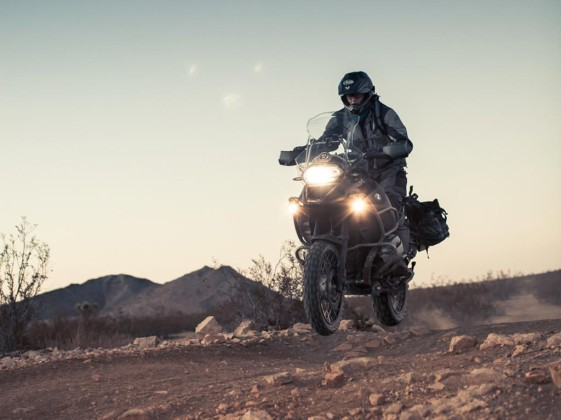 BMW R1200GS Adventure in the air with Sava MC60 tires