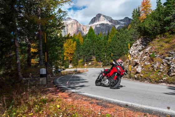 2015 Ducati MULTISTRADA 1200 lean angle aware