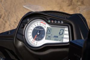 Suzuki V-Strom 650 XT instrument console