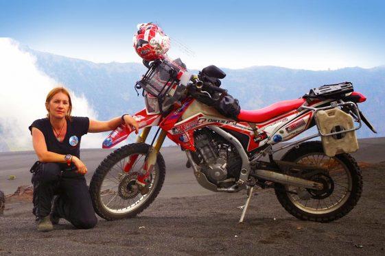 Steph Jeavons CRF250 mujeres aventureras