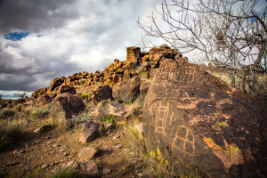 indian well petroglyphs mojave national preserve