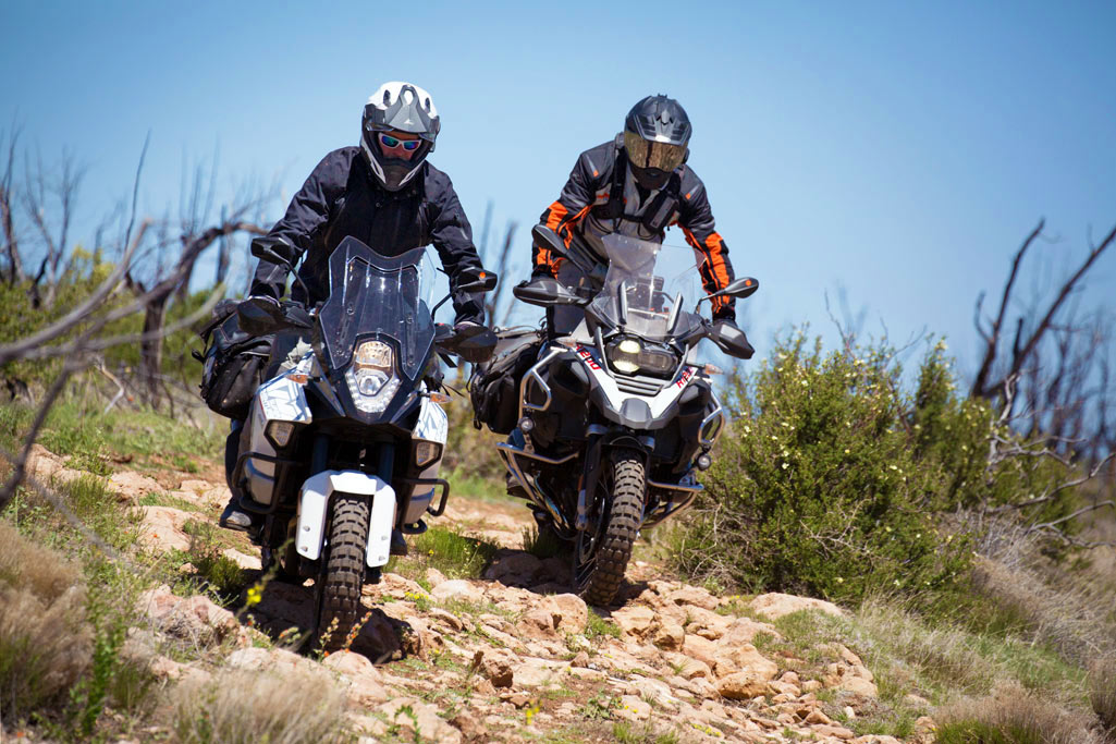 flagships in battle: ktm 1290 super adventure vs bmw r1200gsa