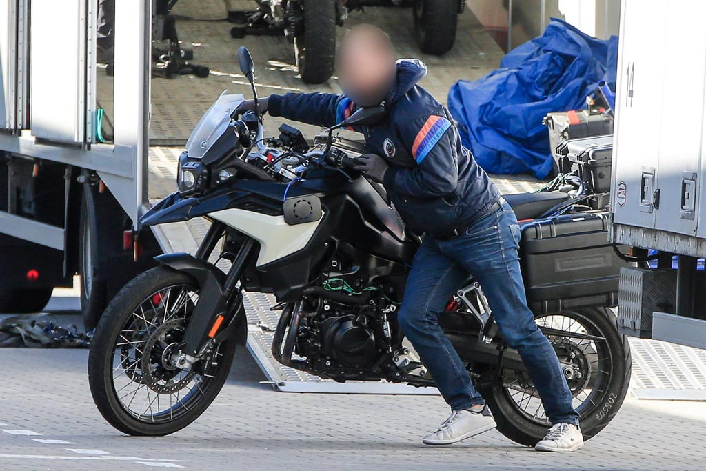 Bmw S Replacement For The F800gs Gets Spied Adv Pulse