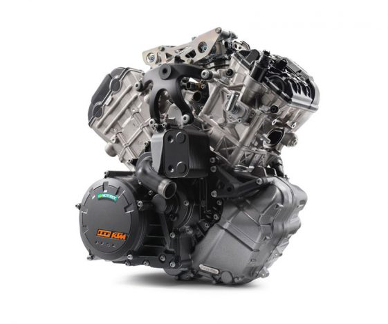 KTM 1090 Adventure R Test - LC8 Engine
