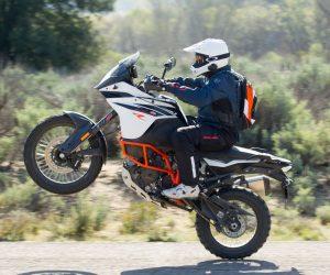 KTM 1090 Adventure R Test - Wheelie