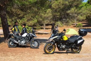 Difference between V-Strom 650 Standard and XT models.