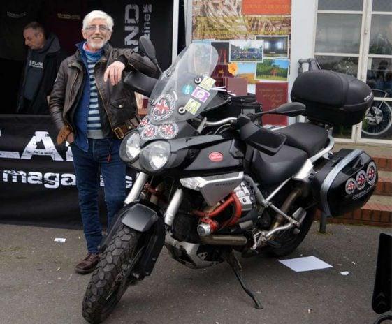 Biaya untuk bepergian ke dunia: Derek Mansfield Moto Guzzi Stelvio