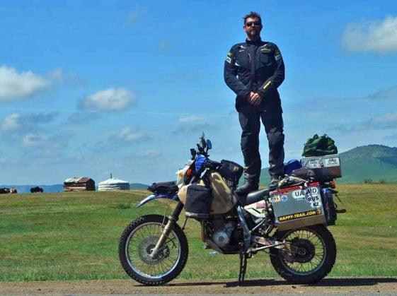 Biaya untuk melakukan perjalanan dunia: Nevil Stow Suzuki DR650 Dual Sport Motorcycle