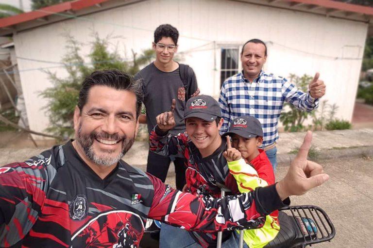 Robin one leg Motorcyclist Guatemala