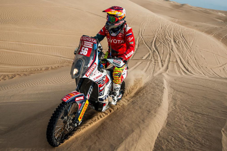 First Female Rider to Complete Dakar in Malle Moto