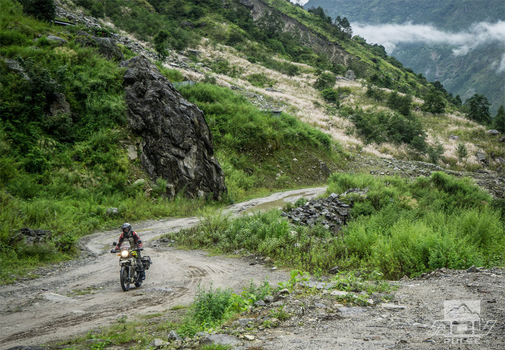 Riding through the Himalayans on the Royal Enfield Himalayan