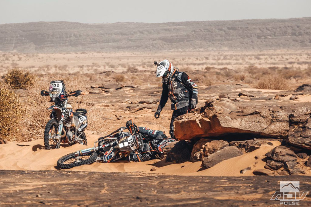 Nicola Dutto falls during Africa Eco Race