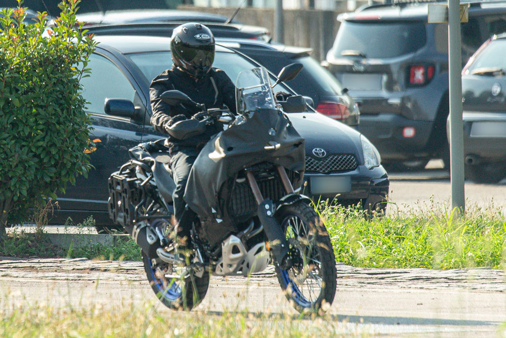 Spied photos new Yamaha Tenere 700 long-range model
